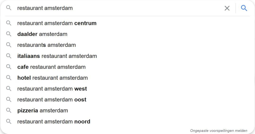 Suggesties van relevante zoekopdrachten die Google geeft als je zoekt naar 'restaurants amsterdam'