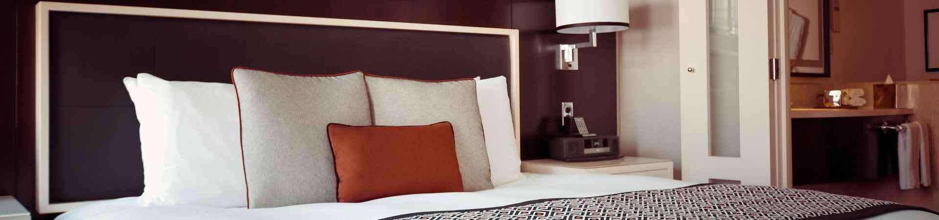 Hotelkamer bij Reserveringssystemen voor hotels. Foto: Olichel op pixabay (1447201)