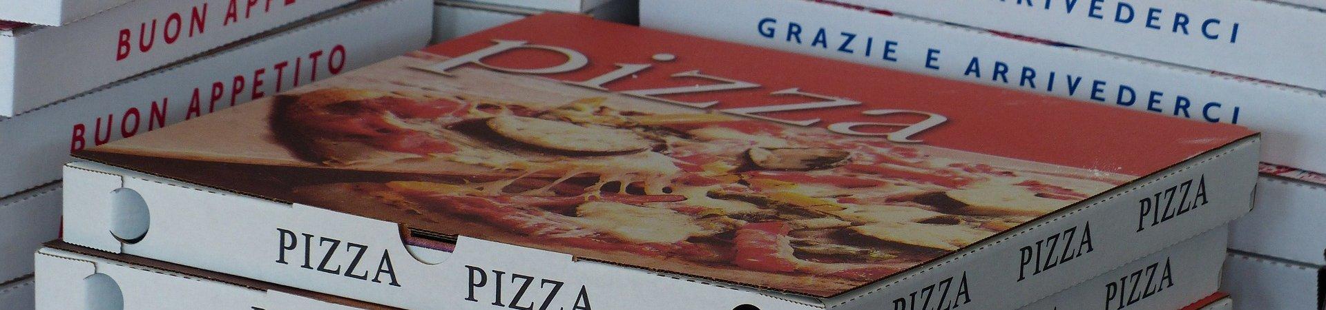 Pizzadozen afhaal- en bezorgrestaurant. Foto: Hans Braxmeier Pixabay